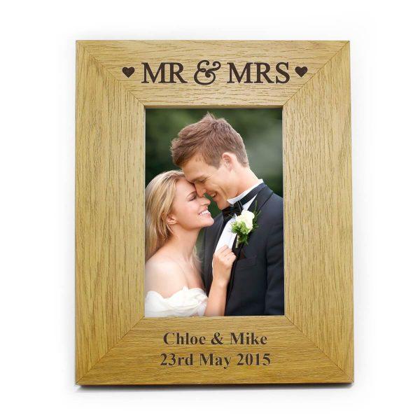 Personalised Oak Finish 6×4 Mr & Mrs Photo Frame