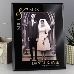 Personalised Gold Couples 7×5 Black Glass Photo Frame