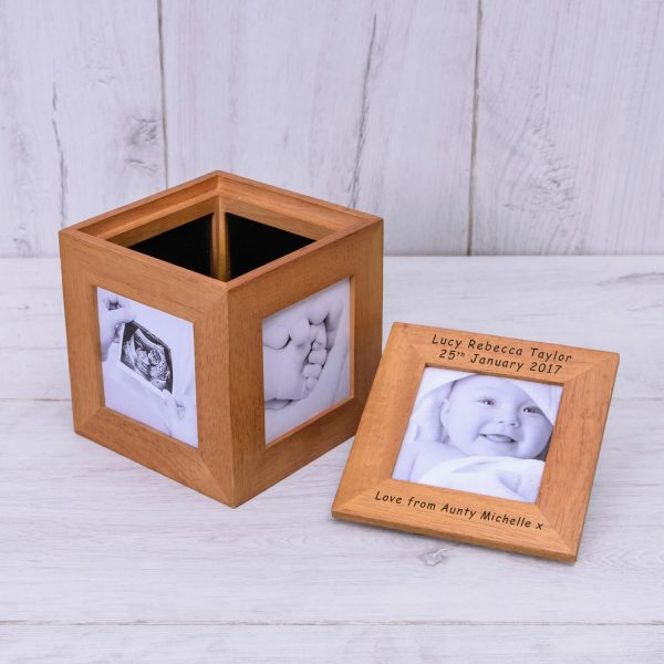Personalised Oak Photo Cube – Your Message