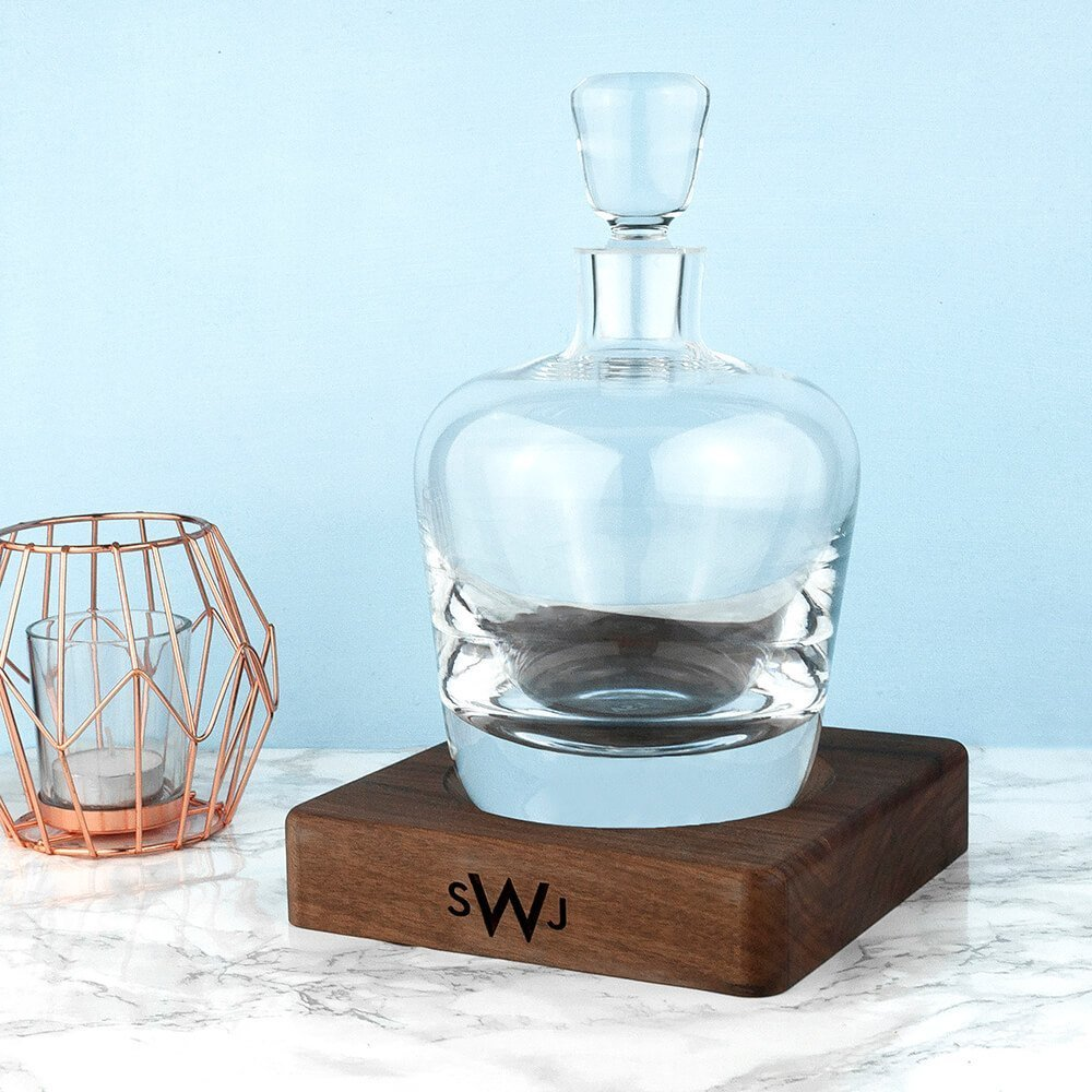 Personalised Whisky Decanter with Walnut Base – Initials