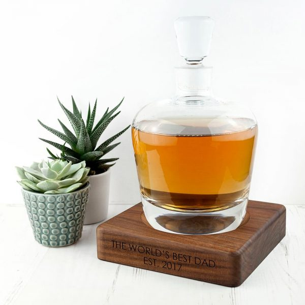 Personalised Whisky Decanter with Walnut Base – Your Message